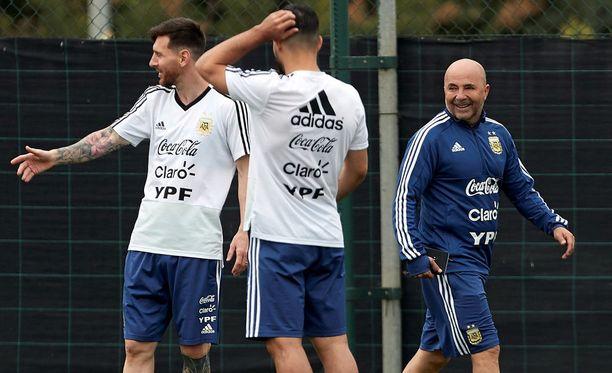 Lehtitietojen mukaan Argentiinan maajoukkueen rivit rakoilevat pahasti.