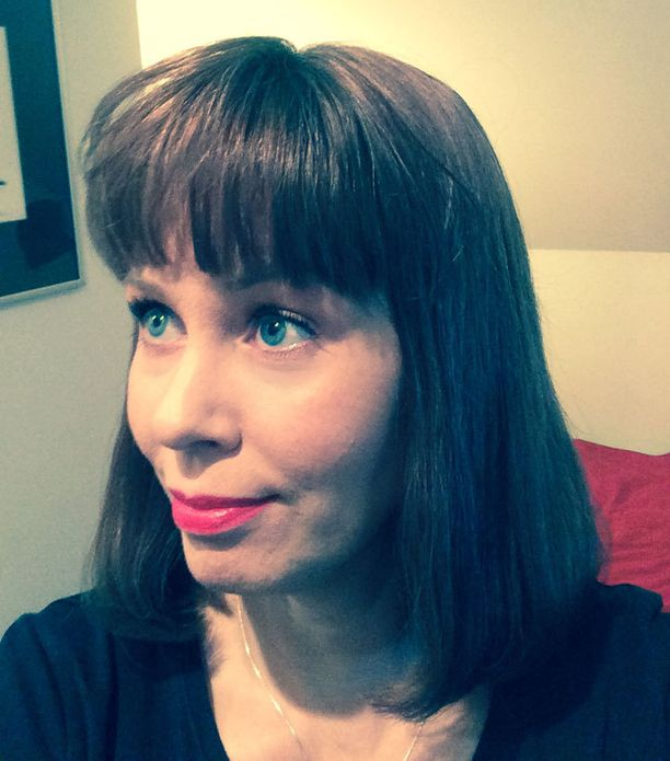 Susanna Ingerttilä yllättää silloin tällöin uudella hiuslookilla. Vuosi sitten oli päässä valtavat kiehkurat, nyt on ihan toisenlainen tyylilaji.
