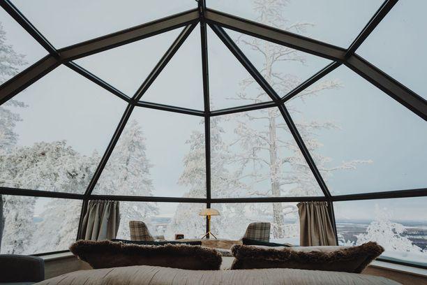 Yöpyminen esimerkiksi Rovaniemen Artic Snowhotel & Glass Igloosin lasi-iglussa maksaa 1-2 henkilölle 399-499 euroa. Kuvassa on Levin iglu.