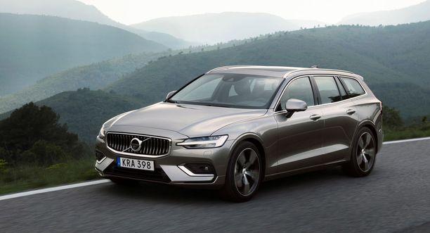 Uusi Volvo V60 on sukunäköinen V90:sen kanssa, mutta kuitenkin omaakin särmää on.