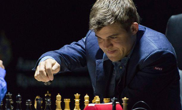 Magnus Carlsen (kuvassa) puolustaa maailmanmestaruuttaan Viswanathan Anandia vastaan.