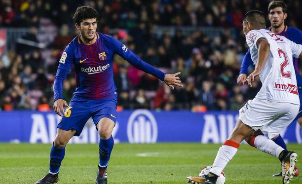 Nuori keskikenttäpelaaja Carles Aleña (vas.) lukeutuu Barcelonan huippulupauksiin.