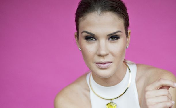 Anni Uusivirta tuli tutuksi Miss Suomi -kilpailuista vuonna 2011.