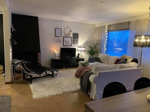 Tältä näyttää Tarja Laitisen olohuone.