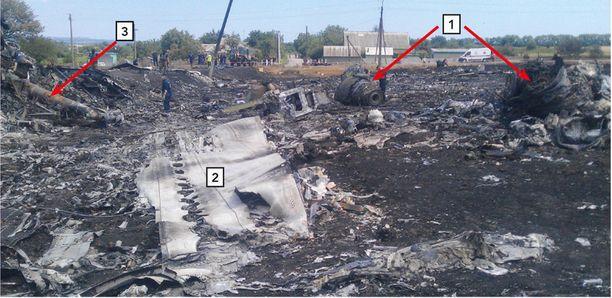Kuvassa on Venäjä-pakotteisiin johtaneen MH17-koneen tutkimusmateriaalia.