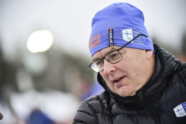 Reijo Jylhä täyttää perjantaina 60 vuotta. Kuva viime marraskuulta hiihdon Rovaniemen Suomen cupista. Hän työskentelee nykyisin Lapin urheiluakatemian huippu-urheilukoordinaattorina.