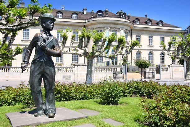 Charlie Chaplin on saanut oman patsaan Sveitsiin.