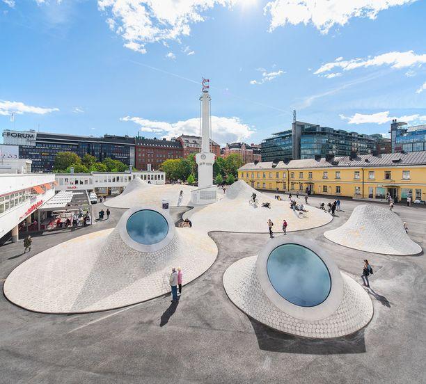 Museotilojen kattona toimivalla Lasipalatsin aukiolla voi järjestää tapahtumia.