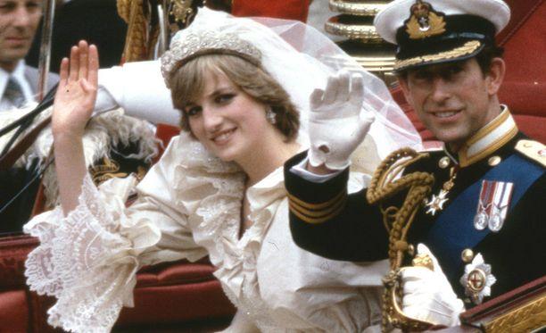 Tältä Walesin prinsessa Diana näytti hääpäivänään avioituessaan prinssi Charlesin kanssa.