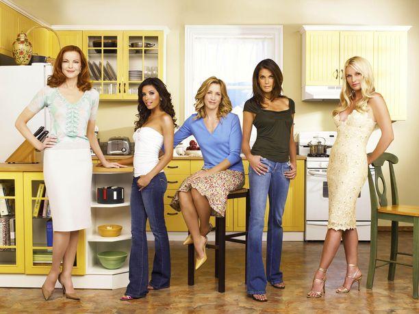Yhdysvalloissa tehty Täydelliset naiset oli kansainvälinen menestys tv-ruuduissa ympäri maailman. Kuvassa vasemmalta päänäyttelijät Marcia Cross, Eva Longoria, Felicity Huff ja Teri Hatcher sekä sivuroolissa esiintynyt Nicolette Sheridan. Kuva: AOP