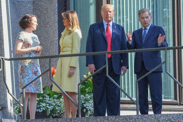 Presidentin puolison Jenni Haukion kanssa Melanialla riitti juteltavaa.