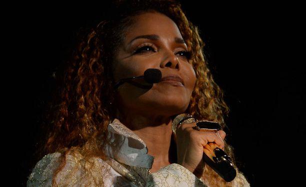 Janet Jackson herkistyi Scream-kappaleen aikana.