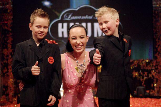 Pikku-Lore (Matias Hangasmaa), Niina Backman ja Pikku-Jaska (Aleksis Sankari) Huuman kulisseissa.