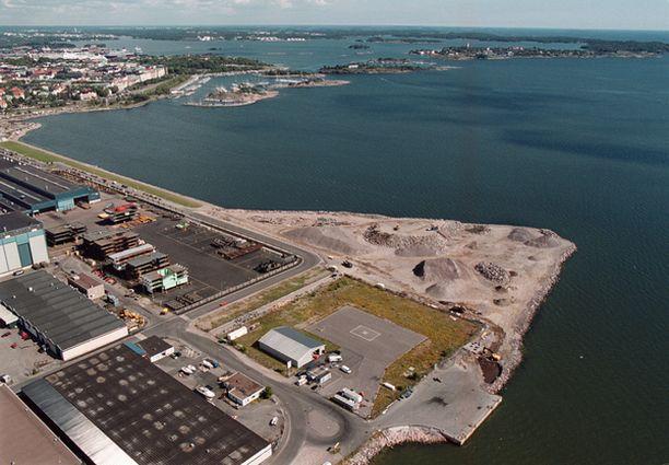 Hernesaaren kärjen luvaton merentäyttö aloitettiin jo 90-luvun lopulla. Rantaviivan itäinen lisäke mantereelta nähtynä on laitonta täyttöä.