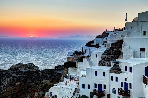Santorinin auringonlaskut ovat kuuluisia.