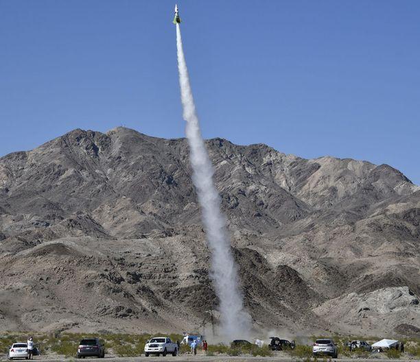 Rakettihyppy oli Mike Hughesin historian toinen ja ylsi vajaat parisataa metriä korkeammalle kuin ensimmäinen.