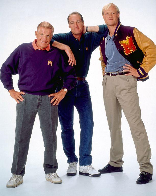 Jerry Van Dyken kuuluisin rooli on tv-sarjasta Coach. Hän on kuvassa vasemmalla.
