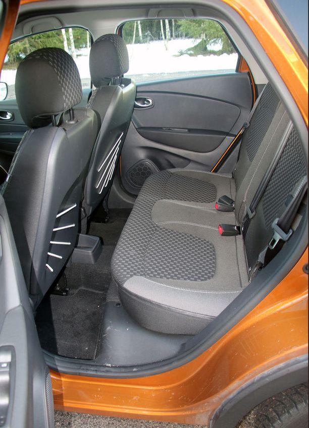 Takana on tilaa kiitos auton korkeuden.