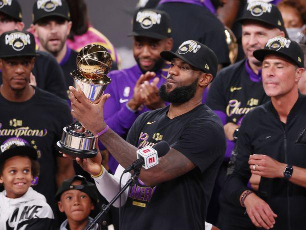 LeBron James valittiin neljännen kerran urallaan finaalisarjan arvokkaimmaksi pelaajaksi.