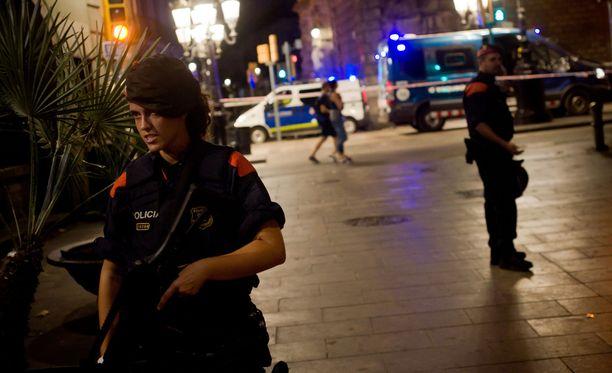 Poliisi on pidättänyt yhteensä ihmistä Barcelonan terrori-iskuun liittyen.