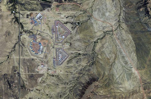 Ilmakuva Florencen vankilakompleksista. ADX-laitoksen rakennukset ovat kuvan keskellä näkyvä kolmiomainen muoto.