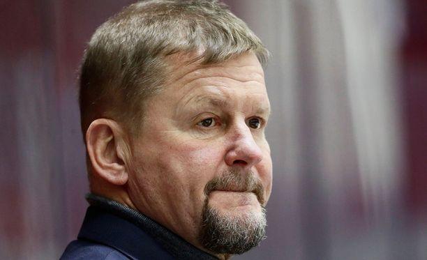 Mestarivalmentaja Kari Heikkilä vaatii SM-liigaan sananvapautta.
