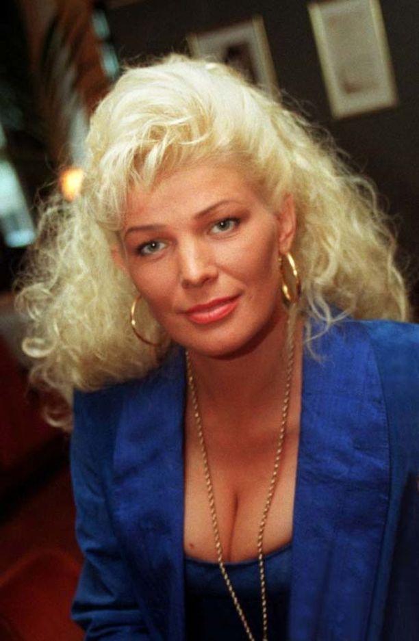 Vuonna 1997 Tiina Jylhä oli miestenlehti Hustlerin pr-emäntänä.