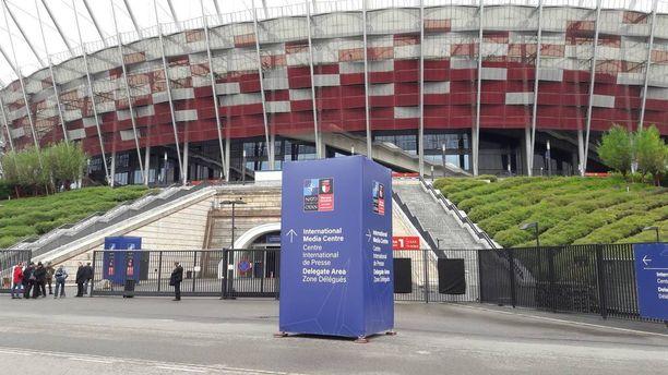 Naton Varsovan huippukokous pidetään jättimäisellä Puolan kansallisstadionilla äärimmilleen viritettyjen turvatoimien keskellä.