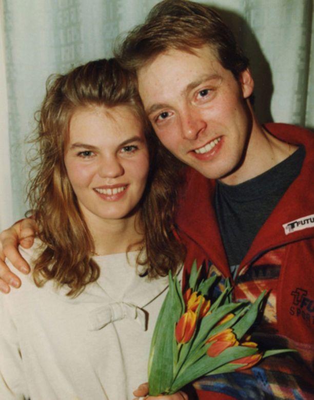 Mika Myllylä ja Suvi onnellisena kihlaparina.