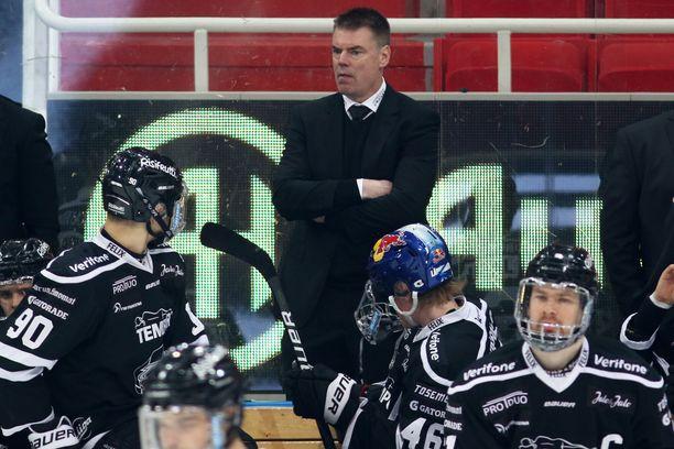 Tamperelainen kiekkoikoni Raimo Helminen palautti Turun ylpeyden TPS:n mitalipeleihin.