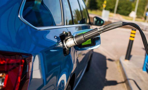 Kaasun tankkaaminen on yhtä helppoa ja nopeaa kuin bensiininkin.