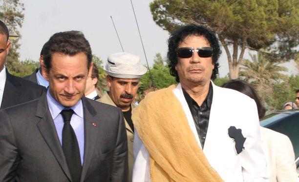 Ranskan ex-presidenttiä Nicolas Sarkozyta vastaan on nostettu korruptiosyytteet. Kuvassa Sarkozy ja Libyan entinen diktaattori Muammar Gaddafi Libyan Tripolissa heinäkuussa 2007.