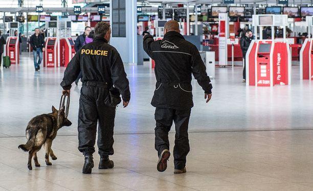 Uhkaukset eivät käyneet toteen ja tilanne Tshekissä on vähitellen palautunut normaaliksi.