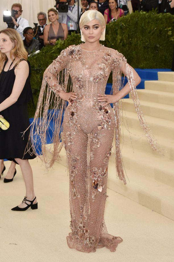 Kylie Jenner on edustanut harvakseltaan viime kuukausina. Kuva toukokuulta.