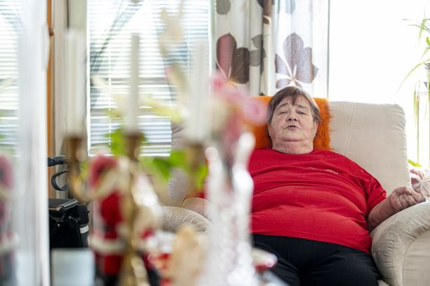 Pöytyällä asuva Ulla Lepistö uskoo, että kotihoitaja pelasti hänen henkensä tilanteessa, jossa ambulanssi oli jättänyt hänet viemättä sairaalaan.