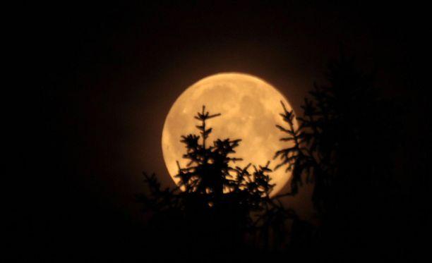 Sunnuntaina nähtävä kuutamo on vielä hiukan heinäkuistakin kirkkaampi.