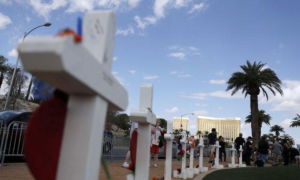 Las Vegasissa tapahtui viime vuoden lokakuussa maan verisin joukkoampuminen, jossa kuoli 58 ihmistä. Ampuja avasi tulen väkijoukkoon taustalla näkyvästä Mandalay Bay -hotellista.