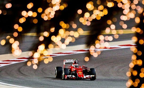Ferrarilta sopii odottaa hyvää kilpailua Bahrainissa. Kimi Räikkösen tallikaveri Sebastian Vettel starttaa kakkosruudusta.