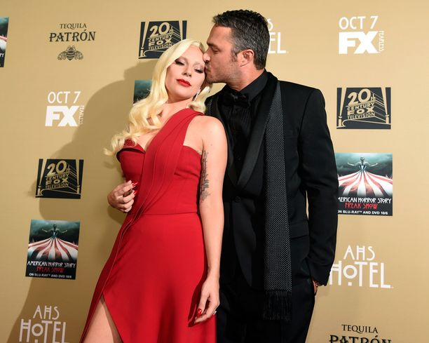 Gagan tähdittämän American Horror Storyn punaisella matolla suukottelu sujui ilman läpsimistä.