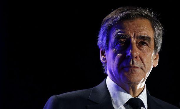 Ranskassa poliisi teki kotietsinnän oikeistolaisen tasavaltalaispuolueen presidenttiehdokkaan Francois Fillonin asuntoon torstaina.