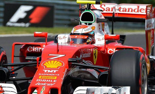 Kimi Räikkönen ja Ferrari eivät löytäneet vauhtiaan perjantai-iltapäivän harjoitussessiossa.