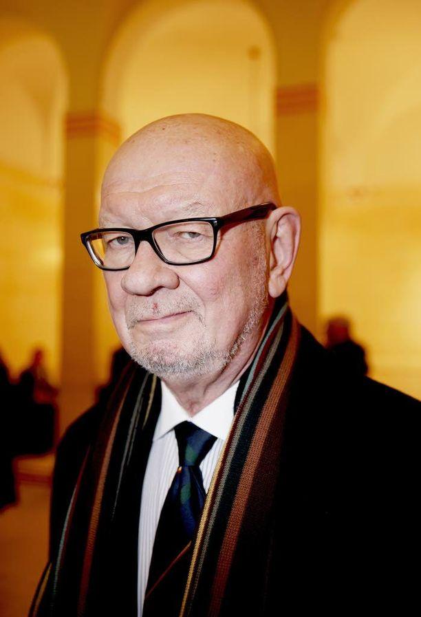Ministeri Jaakko Iloniemellä on takanaan pitkä diplomaattiura.