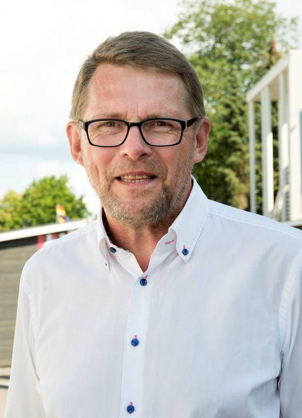 Ex-pääministeri Matti Vanhanen jää ilman salkkua, mutta nousee vetämään keskustan eduskuntaryhmää.
