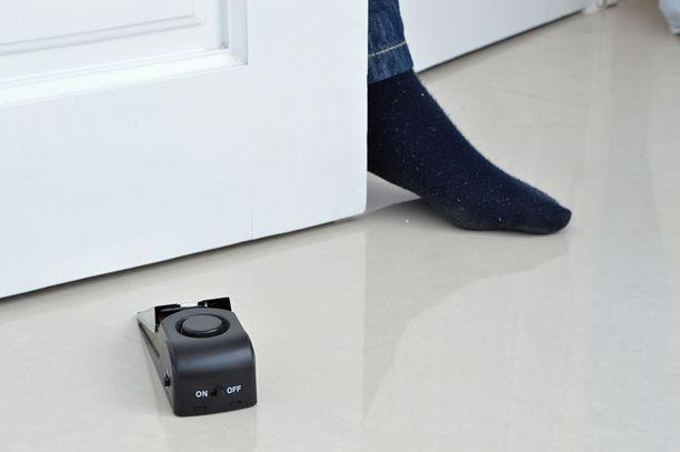 Teknologiasta innostuneille on tarjolla paristokäyttöisiä ovikiiloja, joissa on sisäänrakennettu hälytys.