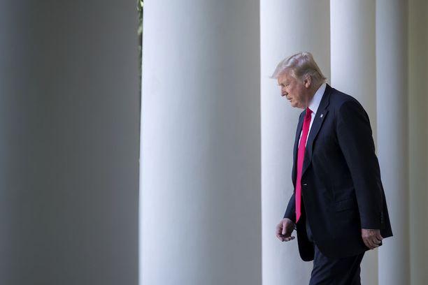 Trump aikoo muuttaa naisten ehkäisyyn liittyviä säännöksiä, kertoo uutissivusto Vox.