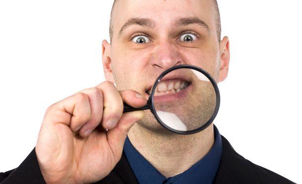Jatkuva narskuttelu voi vaurioittaa hampaita.