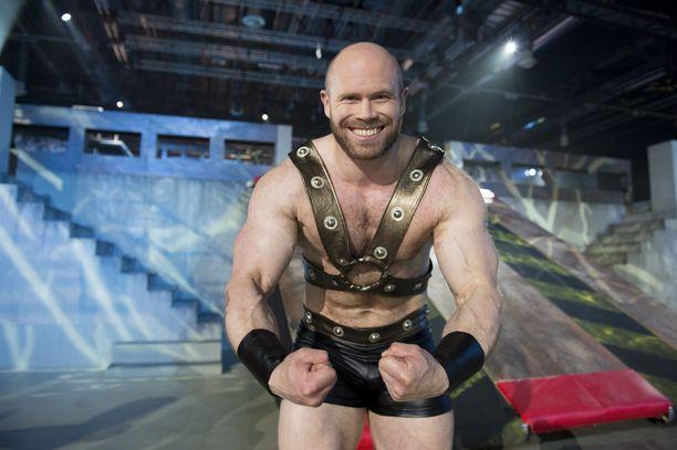 Juha Mentula nähtiin myös Nelosen Gladiaattoreissa. Nyt ohjelmaa esittää MTV3.