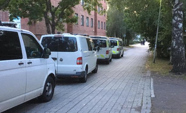 Poliisille ilmoitettiin laukauksista Karhulan Lennartinraitilla, mutta mitään aseuhkaan viittaavaa ei löytynyt.