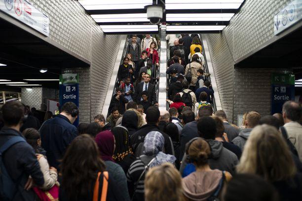 Metronkuljettajat lakkoilivat viimeksi syyskuussa. Nyt 11 Pariisin 16 metrolinjasta jää ajamatta.