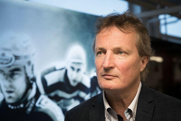 Ilveksen toimitusjohtaja Risto Jalo iloitsee joukkueen huippuvireestä.